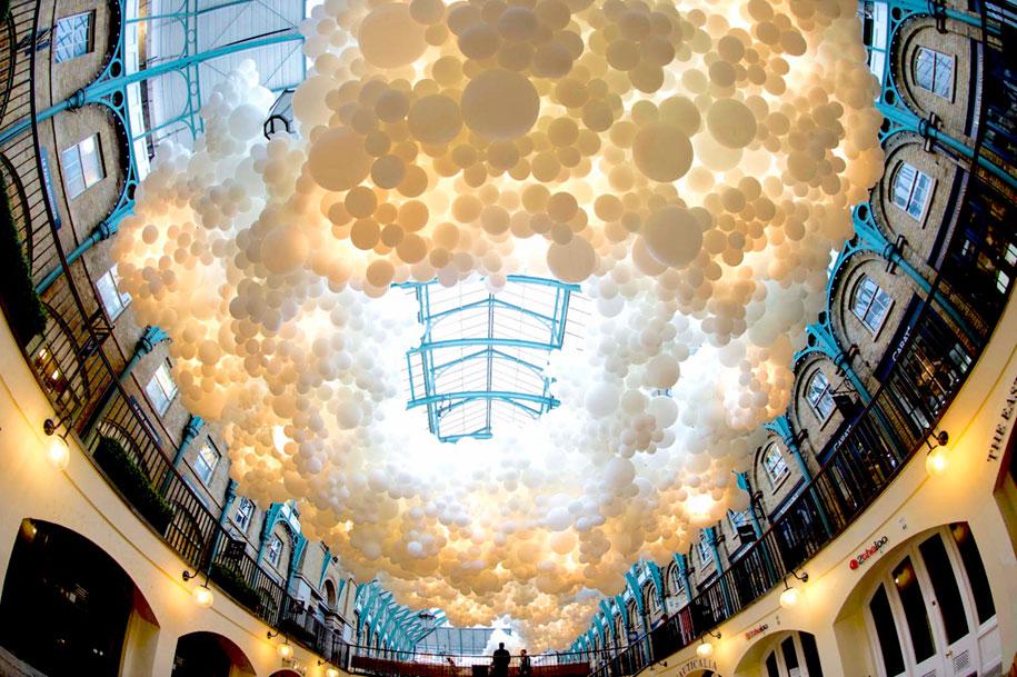 100000-balloons-covent-garden-heartbeat-charles-petillon-5